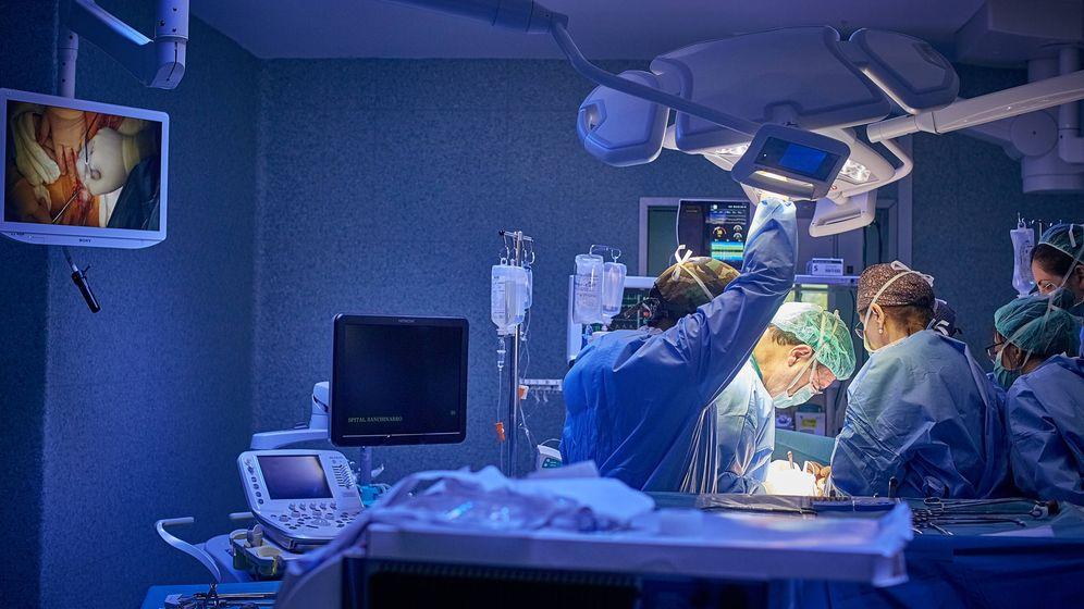 Foto: Cirujanos del Servicio de Cirugía General y Digestiva del Hospital Universitario HM Sanchinarro.