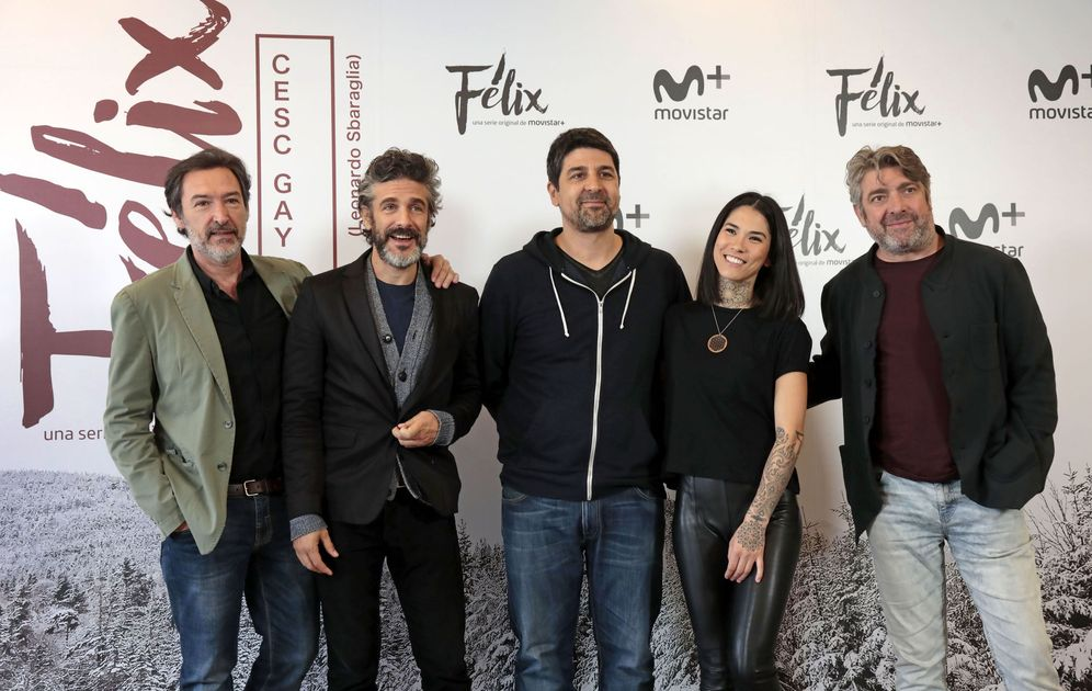 Foto: Cesc Gay acompañado del reparto de 'Félix' (Efe)