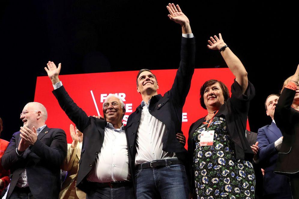 Foto: Pedro Sánchez, con el portugués António Costa (2i); el candidato del PES a la CE, Frans Timmermans (i), y la jefa de PES Mujeres, Zita Gurmai, este 23 de febrero en Madrid. (EFE)