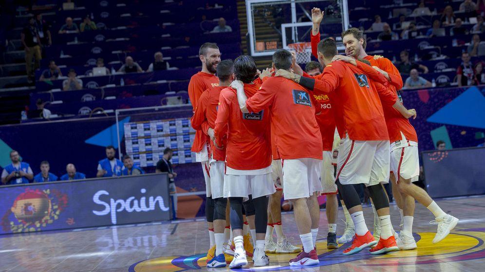 Foto: La selección española justo antes del partido que le enfrentó el domingo a Turquía en el EuroBasket. (Agencia LOF/FEB)