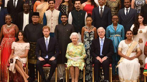 Meghan Markle eclipsa a Isabel II en Buckingham con un look de Prada