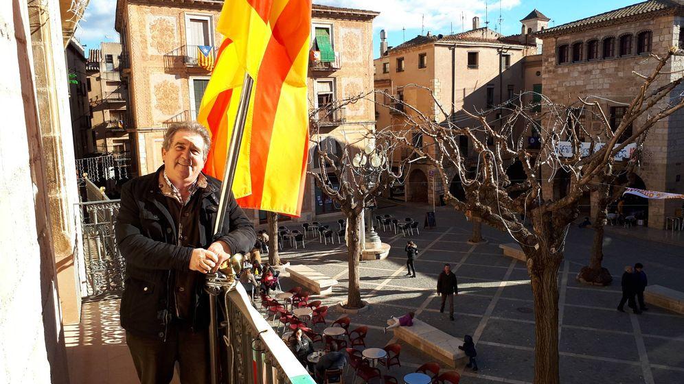 Foto: Josep Andreu, en el balcón del Ayuntamiento de Montblanc. (R. M.)