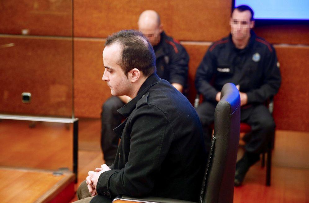 Foto: El presunto asesino de la bebé durante una de las sesiones del juicio. (EFE)