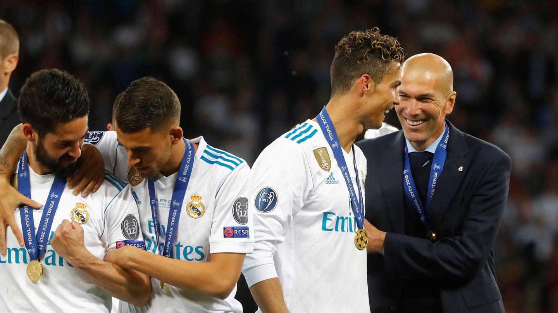 Zidane y Cristiano sonríen tras el encuentro. (EFE)