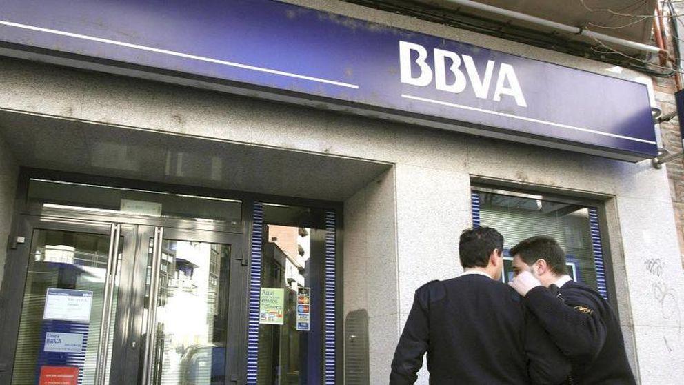 Adicae denuncia a CaixaBank y BBVA ante Competencia por las comisiones