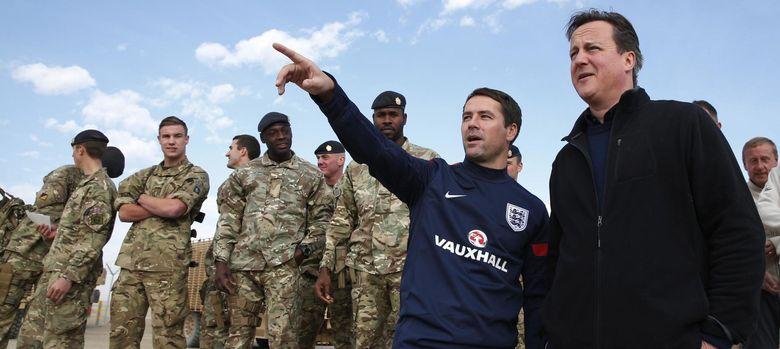 Foto: David Cameron durante su reciente visita a las tropas en Afganistán (Reuters).