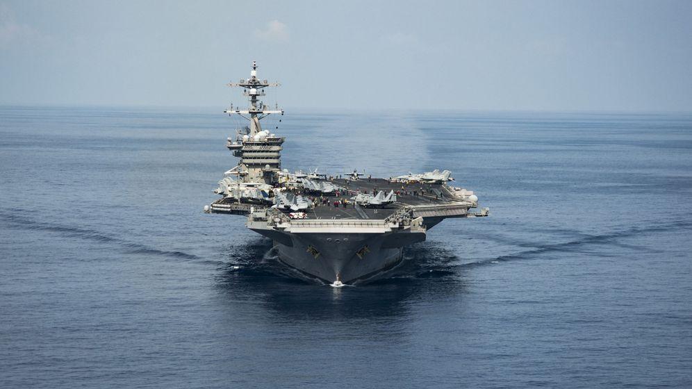 Foto: El portaaviones USS Carl Vinson navega por el Mar del Sur de China en abril de 2017. (Reuters)