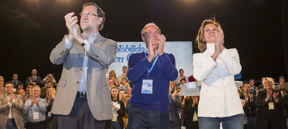 Foto: Los presidentes de Extremadura y Castilla-La Mancha, junto con el presidente del Gobierno, Mariano Rajoy. (Efe).