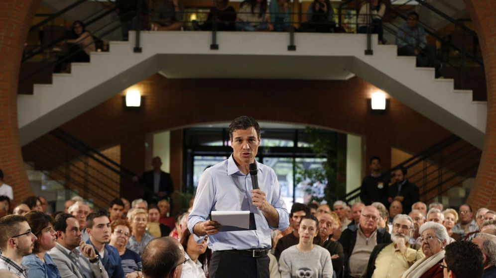 Foto: El secretario general del PSOE, Pedro Sánchez (c). (EFE)
