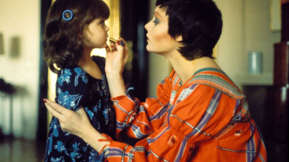 Foto: Rocío Dúrcal, en una preciosa imagen con su hija Carmen. (Getty)