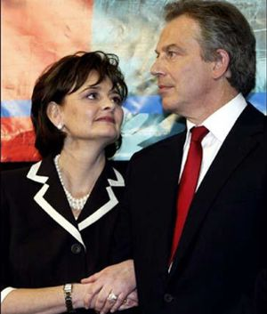 La mujer de Blair culpa a Brown de los problemas cardíacos de su marido