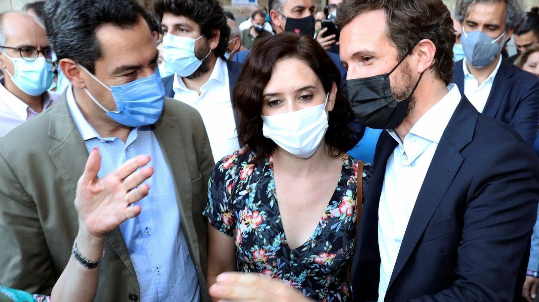 Juanma Moreno, Díaz Ayuso y Pablo Casado, en Salamanca el 29 de julio. (EFE)