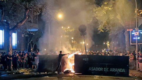 La sexta jornada de disturbios en Barcelona, en imágenes