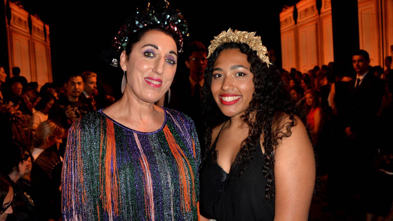 Rossy de Palma y Luna Mary en la Paris Fashion Week. (Gtres)