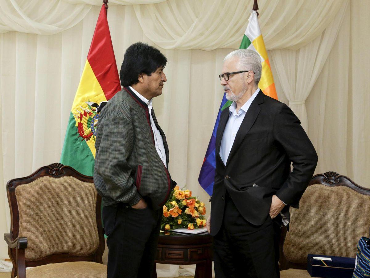 Foto: Imagen de archivo de Evo _Morales conversando con Garzón. (Reuters)