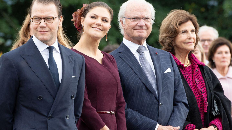 Los reyes, con la pareja heredera. (EFE)