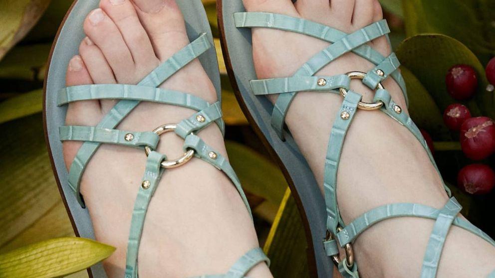 Stradivarius te tienta con las sandalias planas que veremos por todas partes este verano