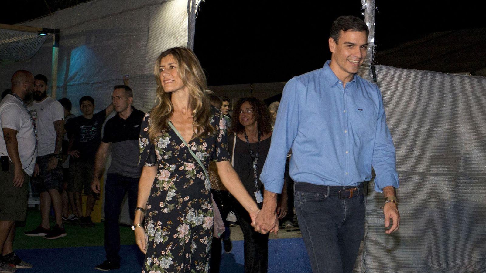 Foto: Pedro Sánchez y su mujer, Begoña Gómez, llegan al Festival de Benicàssim. (EFE)