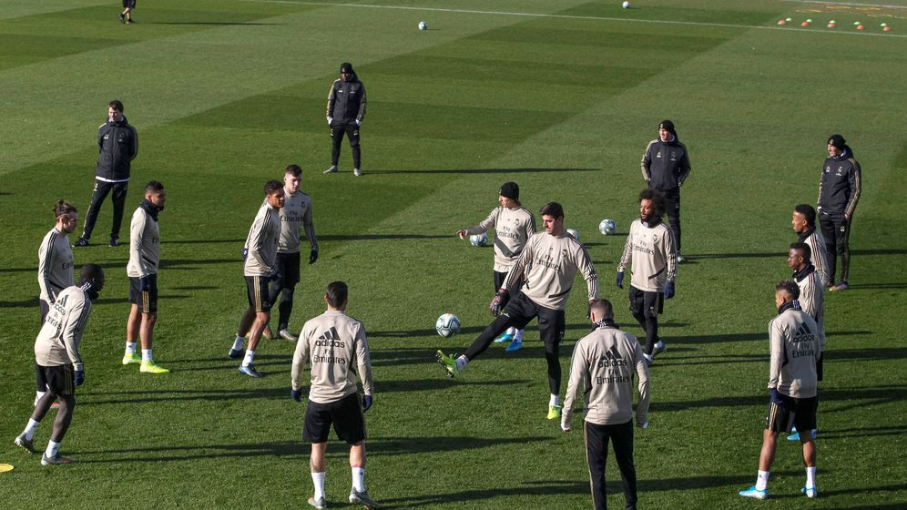 Foto: La vuelta a los entrenamientos sigue en el aire por la negativa de los jugadores a hacerse la prueba. (EFE)