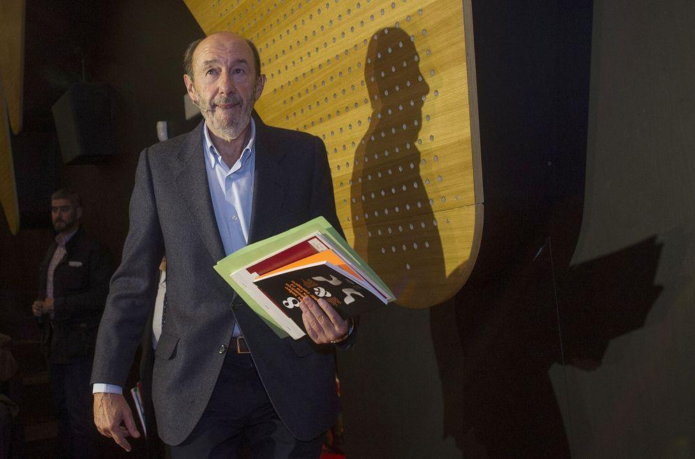 Foto: Alfredo Pérez Rubalcaba, exlíder del PSOE y exvicepresidente del Gobierno, el 3 de noviembre de 2016 en Zaragoza. (EFE)