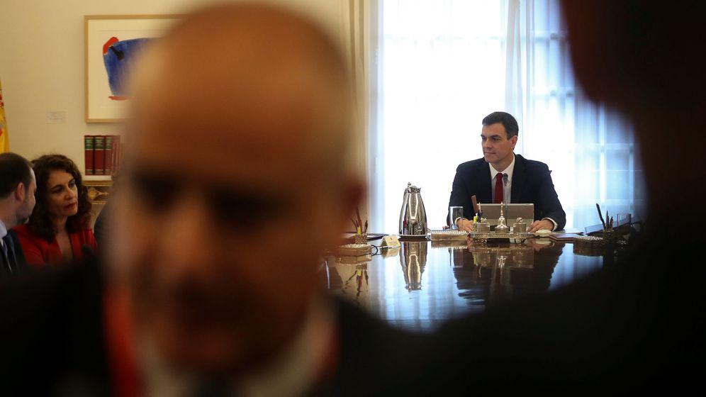 Foto: Pedro Sánchez, durante su primera reunión del Consejo de Ministras y Ministros, este 8 de junio en el palacio de la Moncloa. (Reuters)