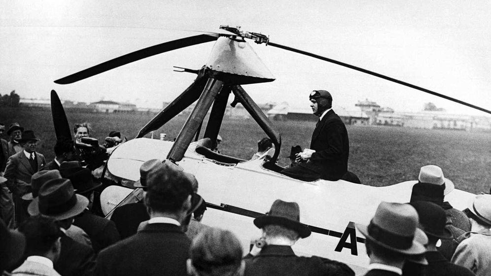 Foto: El inventor murciano, con su autogiro (Archivo RTVE)