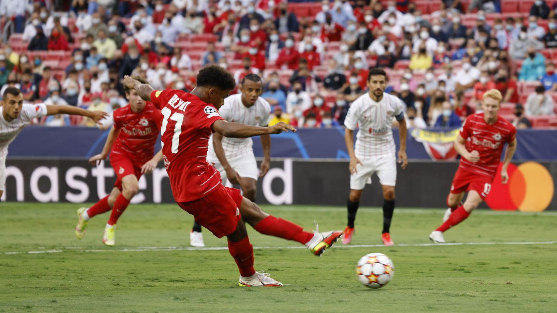El joven delantero alemán falla el primer penalti de la tarde. (Reuters)