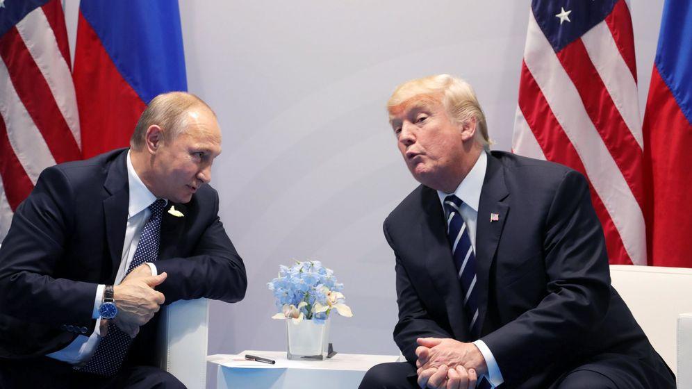 Foto: Donald Trump y Vladímir Putin durante la cumbre del G-20, el pasado 7 de julio. (EFE)