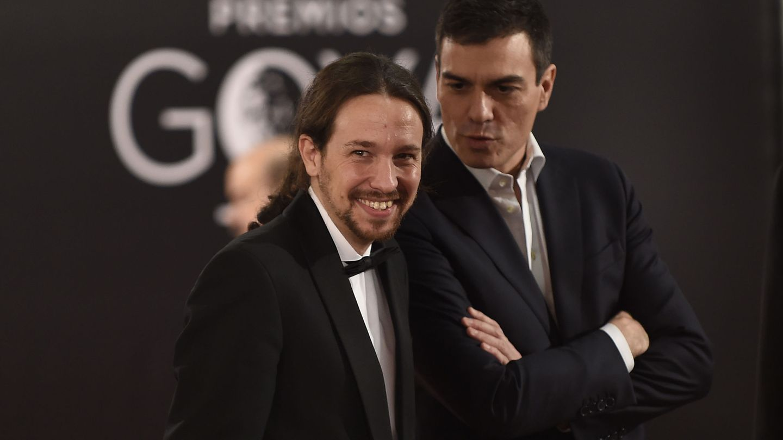 Pablo Iglesias y Pedro Sánchez, en la última gala de entrega de los premios Goya. (EFE)