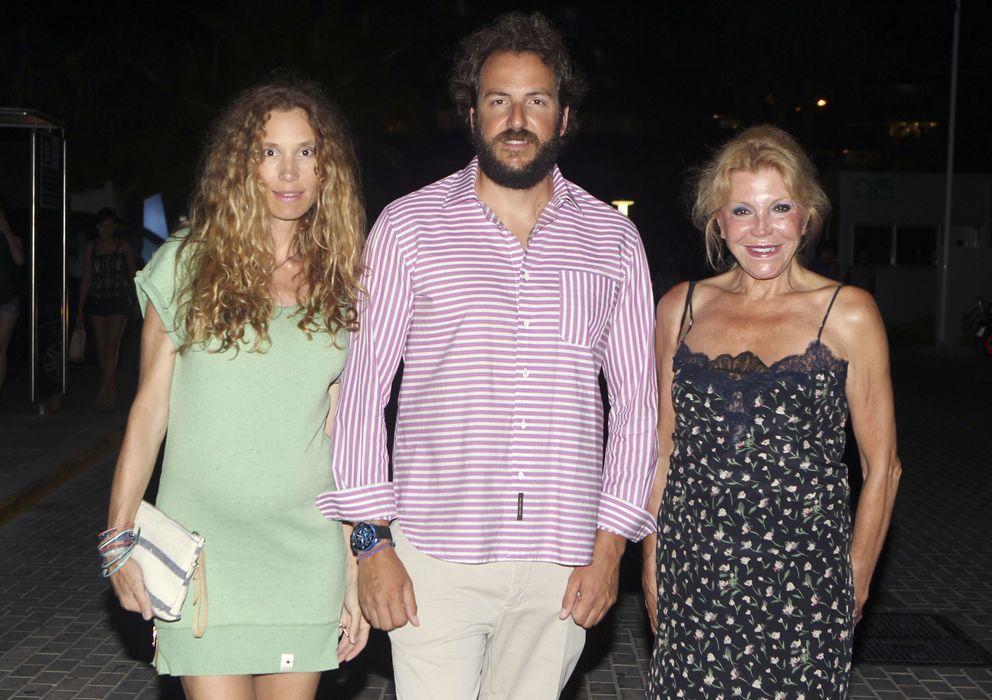 Foto: Tita Cervera con su hijo Borja Thyssen y su mujer Blanca Cuesta (Gtres)