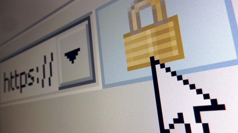 Foto: Alertan de correos fraudulentos que instalan virus con falsas facturas (Reuters)