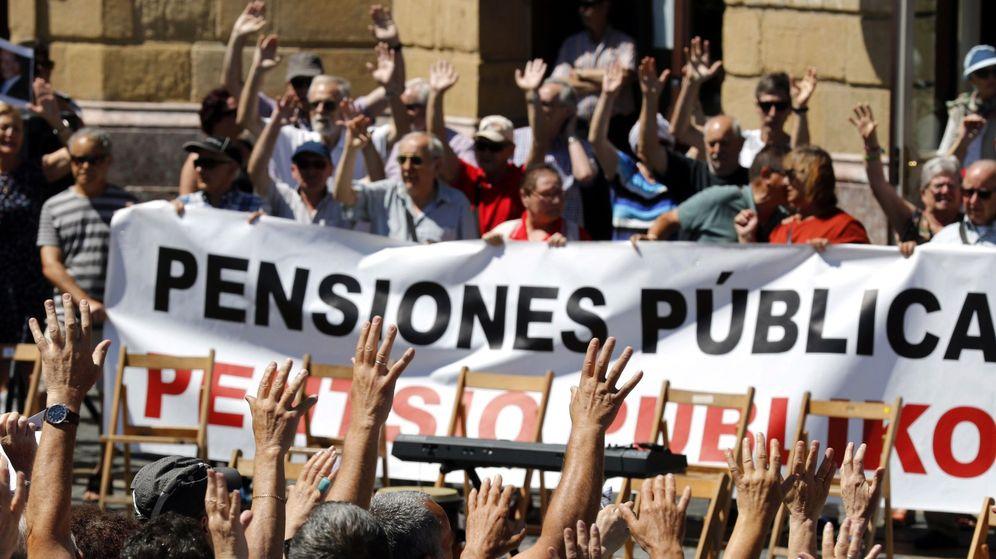 Foto: Concentración de pensionistas en Bilbao.