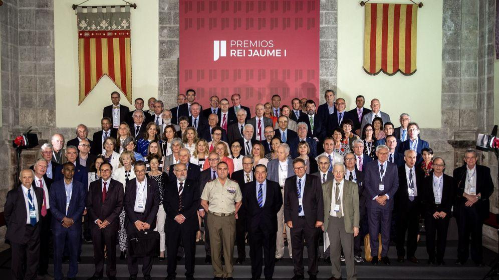 Foto: Los integrantes de los distintos jurados de los premios Rey Jaime I en Valencia. (EFE)