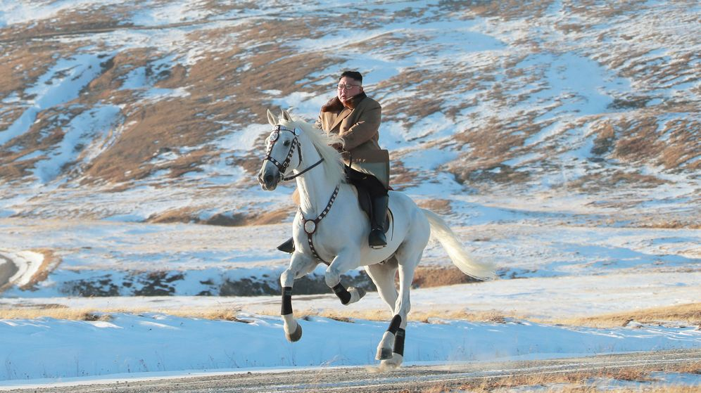 Foto: Kim Jong-un, a caballo en el monte Paektu (KCNA via Reuters)