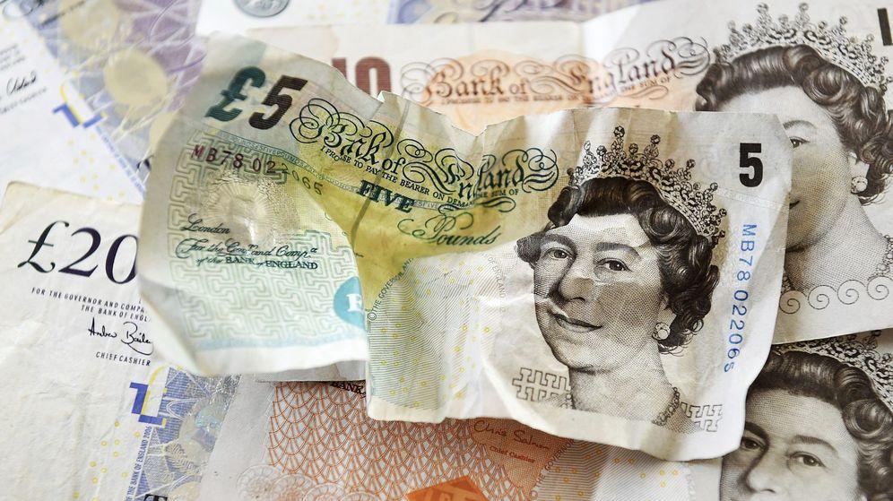 Foto: Vista de un billete de cinco libras en Londres. (EFE)