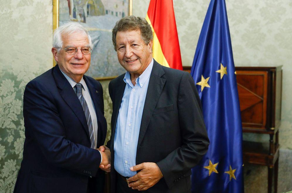 Foto: El politólogo Sami Naïr (d), con el ministro de Exteriores, Josep Borrell, el pasado 19 de septiembre en Madrid. (EFE)