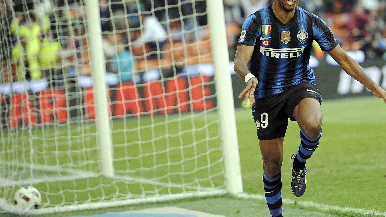 Eto'o celebrando un gol contra el Genoa. (EFE)