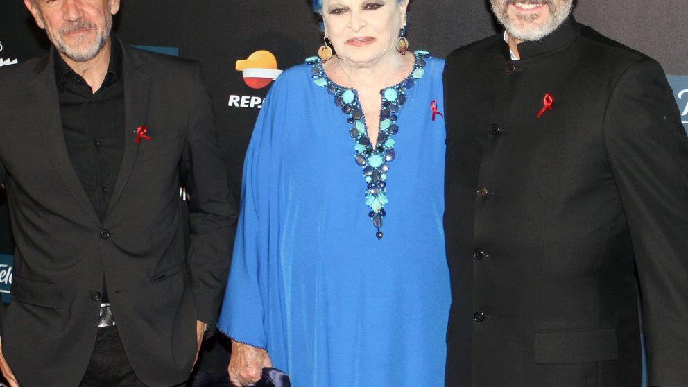 Miguel Bosé, arropado por su familia en la Gala contra el Sida