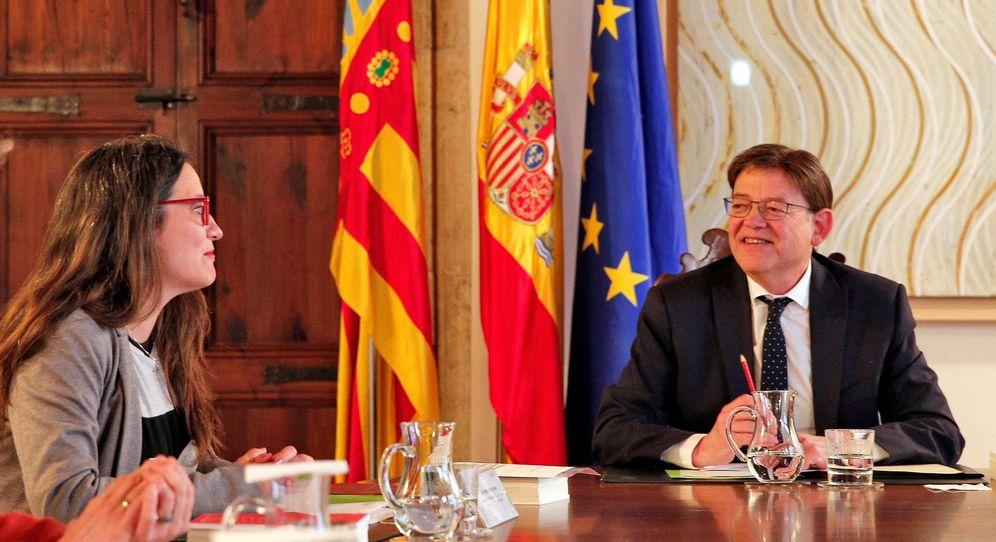 Foto: El 'president', Ximo Puig, con la vicepresidenta del Consell, Mónica Oltra, durante la reunión del Gabinete de este 4 de marzo en el Palau de la Generalitat. (EFE)