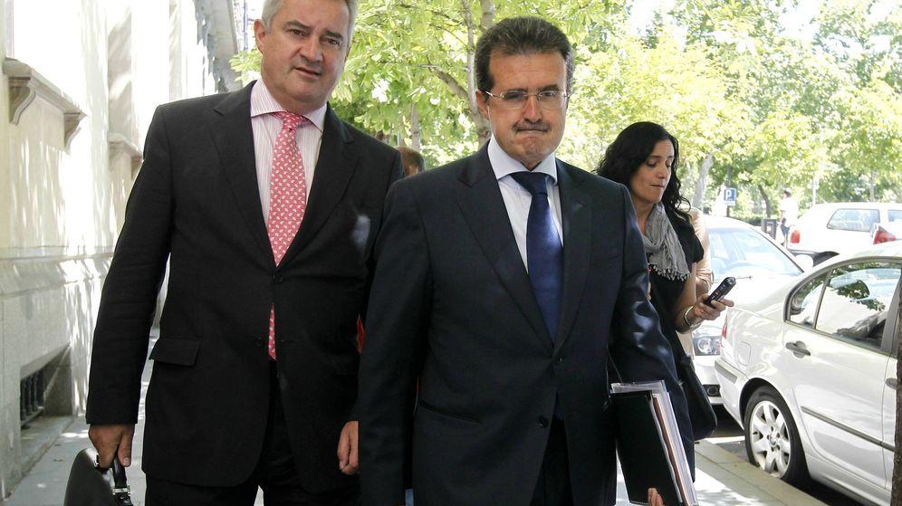 Foto: El empresario José Luis Ulibarri (d), a su llegada al Tribunal Superior de Justicia de Madrid. (EFE)