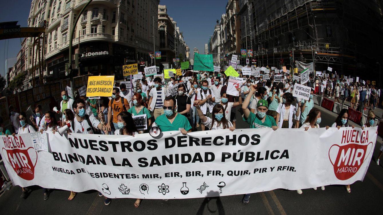 Temporalidad y contratos precarios: por qué a Madrid le cuesta contratar médicos