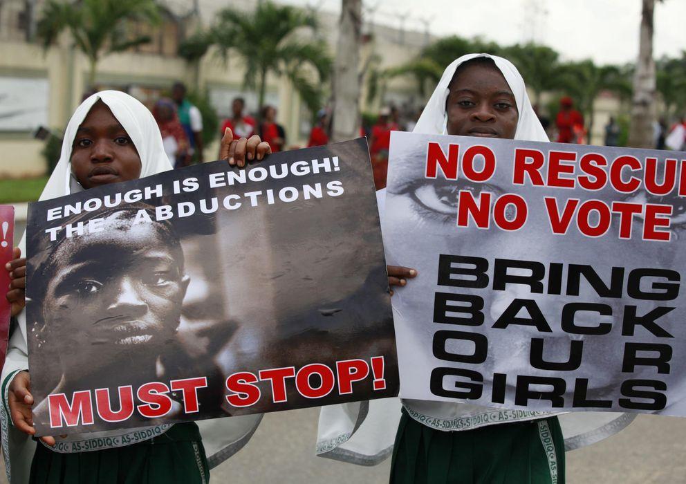 Foto: Protestas en Lagos contra el secuestro de las jóvenes nigerianas en una escuela de Chibok (Reuters).