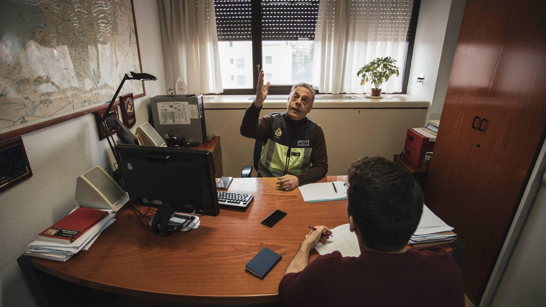Entrevistamos a Mangas en el despacho del jefe del Grupo 12, Remo Rodríguez Alba. (J.Á.M)