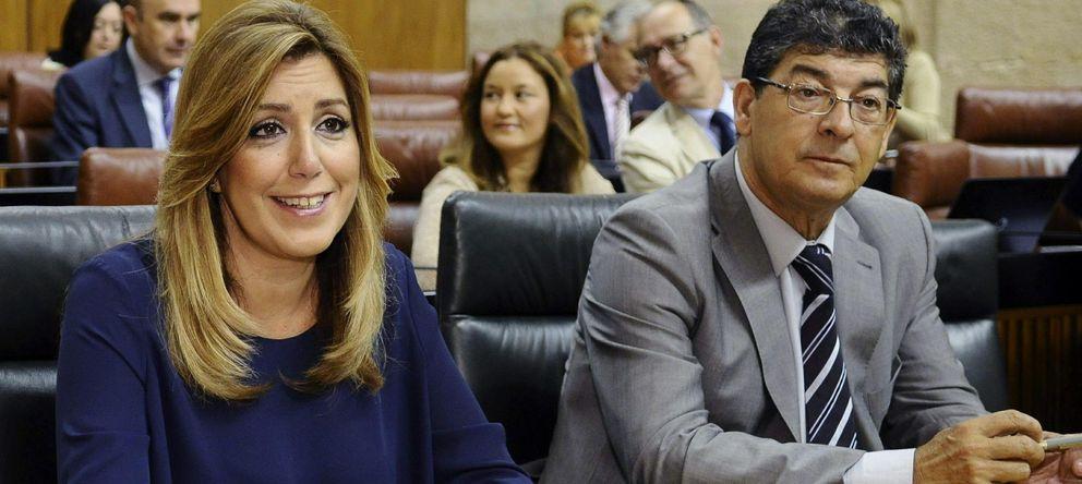 Foto: La presidenta de la Junta de Andalucía, Susana Díaz (I) y el vicepresidente andaluz, Diego Valderas (D) en el Parlamento andaluz (Efe)
