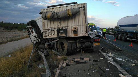 Muere un hombre en un accidente de tráfico entre dos camiones en Totana (Murcia)