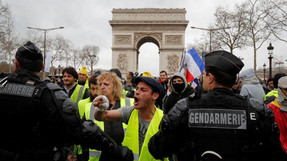 Foto: Una protesta de chalecos amarillos en París. (Reuters)