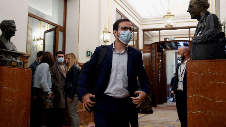 Garzón: no urge un referéndum sobre la monarquía, hay problemas más importantes