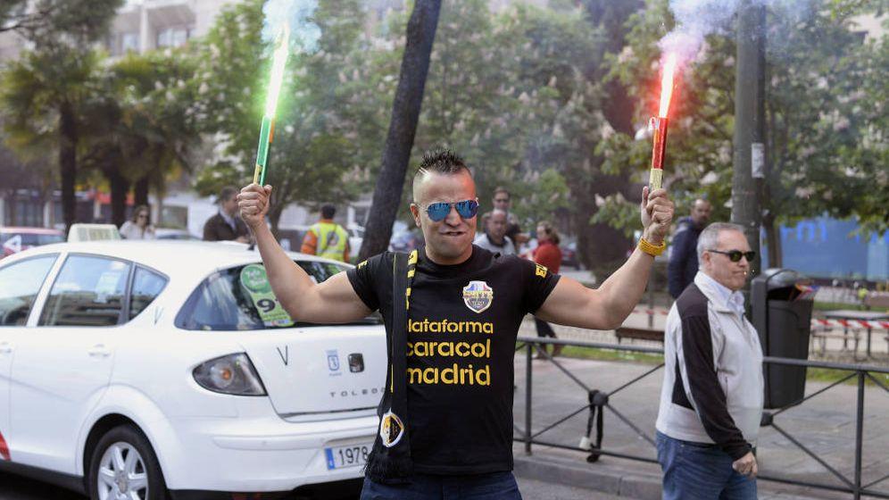 Foto: Nacho Castillo, el taxista 'celebridad' en una de las últimas protestas. (Foto: EFE)