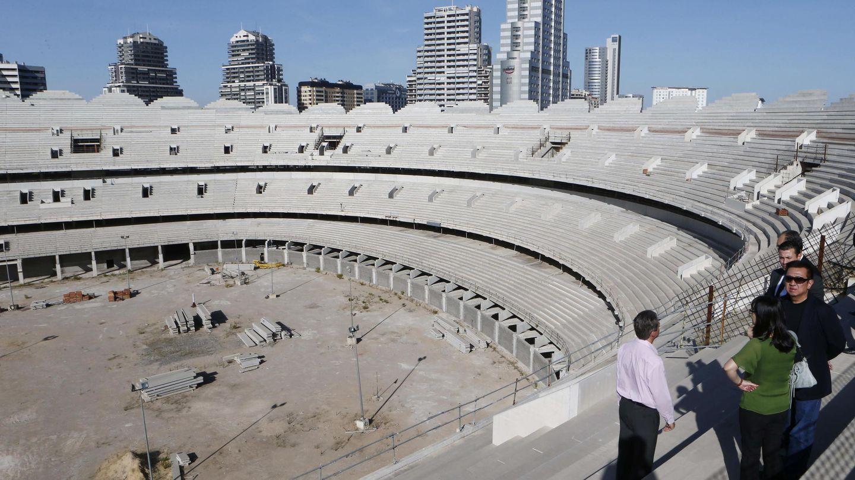 Peter Lim, durante una visita al estadio inacabado de Nuevo Mestalla en 2014. (VCF)