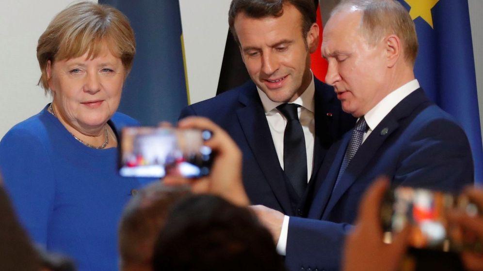 Foto: La canciller alemana Angela Merkel junto al presidente ruso Vladimir Putin en Paris. (EFE)